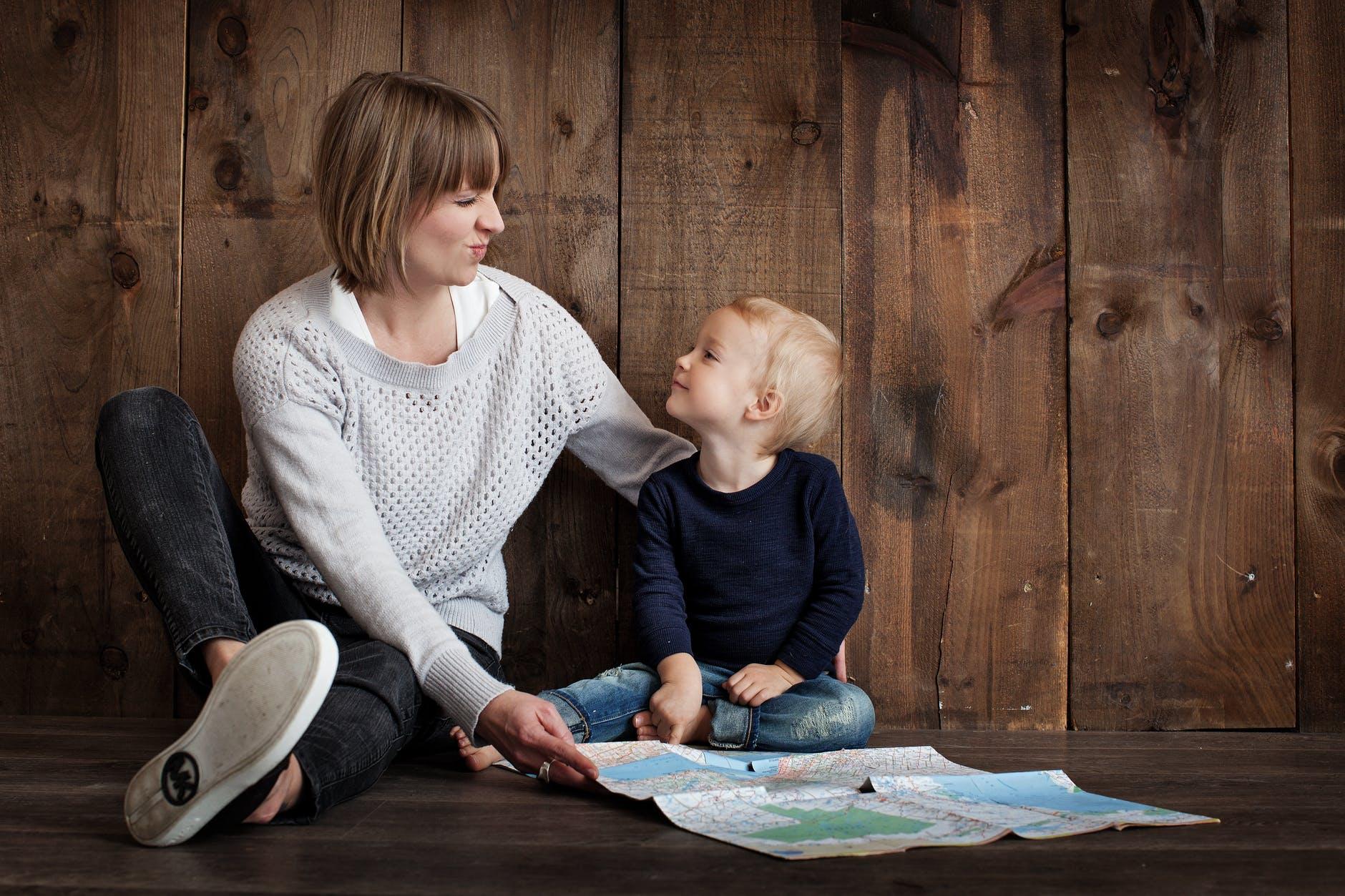 Wat zijn de kenmerken van een narcistische moeder?