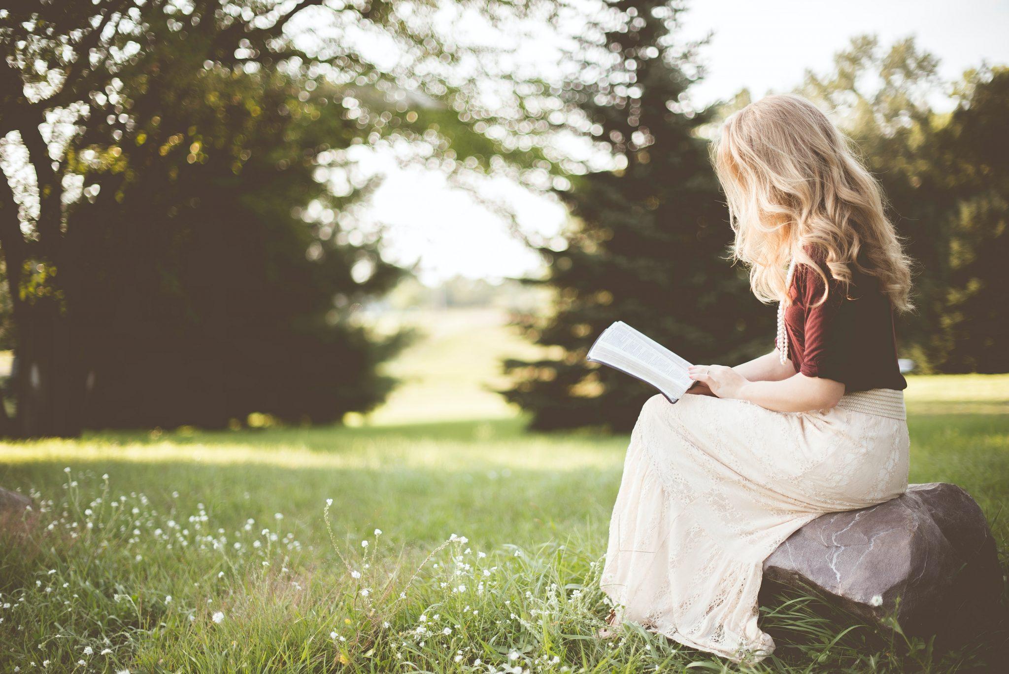Bescheiden betekenis: je bent meer op de achtergrond, ingetogen, voorzichtig en je geeft meer dan je neemt.