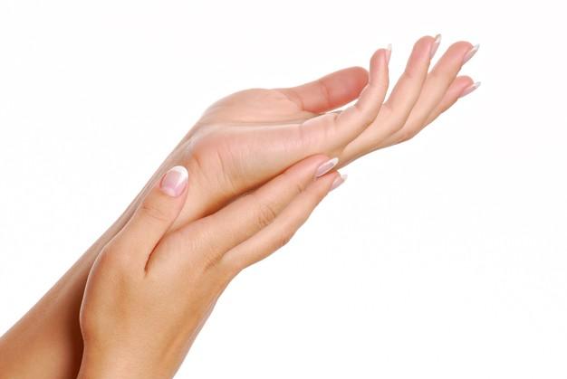Wat veroorzaakt trillende handen?